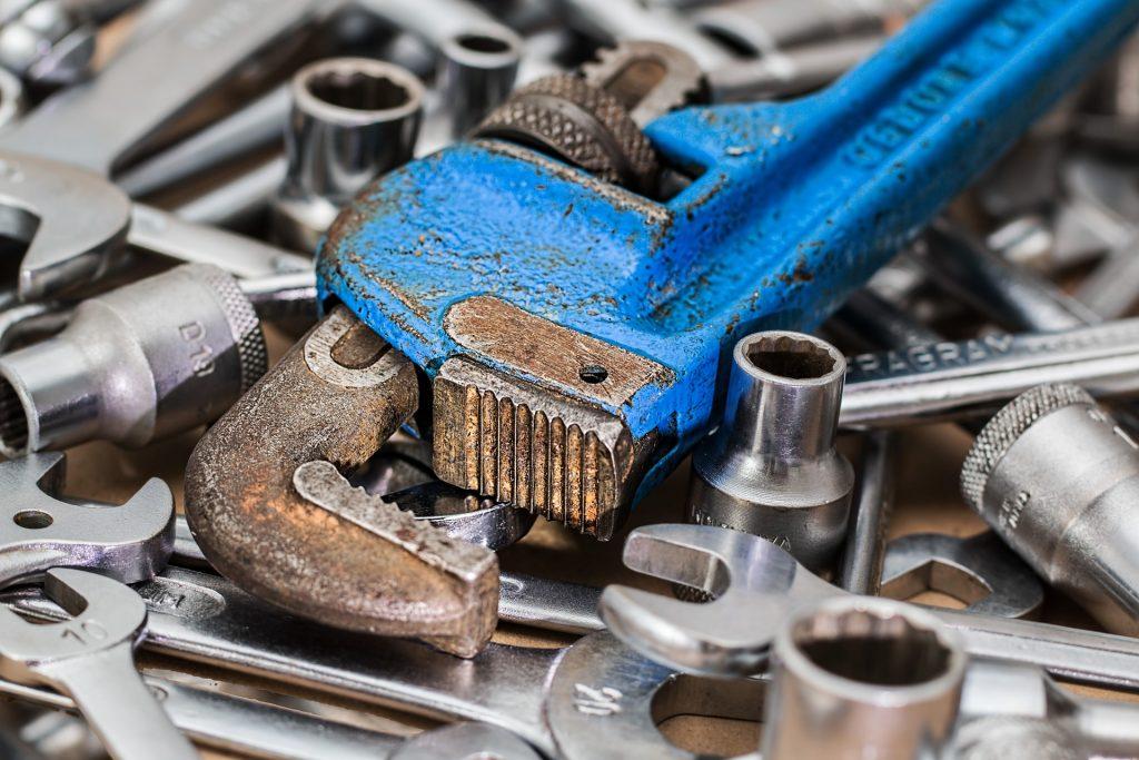 Werkzeug, Rohrzange und Schraubenschlüssel